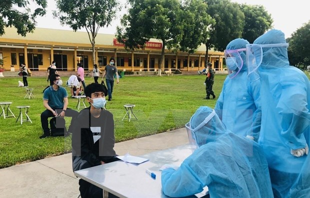 Repatrian a mas de 340 ciudadanos vietnamitas de Angola hinh anh 1