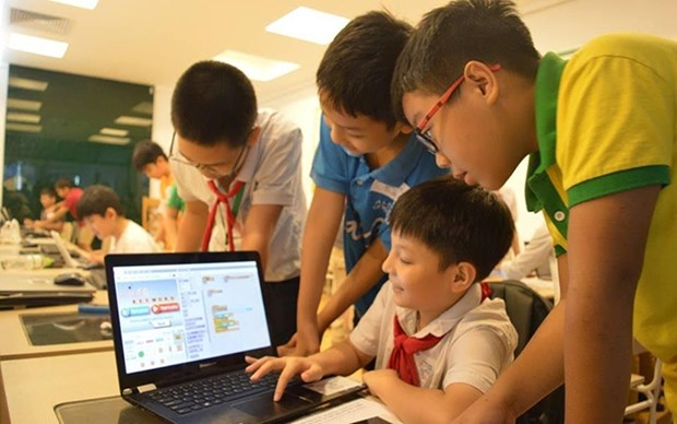 Lanzan en Vietnam campamento de verano de ensenanza de programacion para ninos hinh anh 1