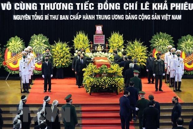Continuan muestras de condolencias por el fallecimiento de exsecretario general Le Kha Phieu hinh anh 1
