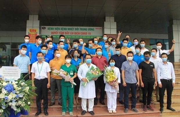 Completan cuarentena miembros del vuelo que trajo a casa a 219 vietnamitas desde Guinea Ecuatorial hinh anh 1