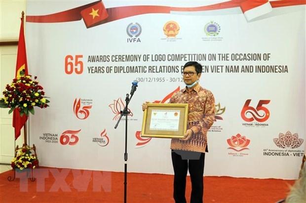 Honran a ganadores del concurso de logotipos sobre relaciones diplomaticas Vietnam-Indonesia hinh anh 1