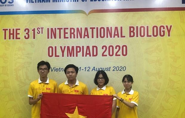 Los cuatro estudiantes vietnamitas que compitieron en la Olimpiada Internacional de Biología 2020 ganaron una medalla de oro, una de plata y una de bronce. En la foto, de izquierda a derecha, los galardonados Ho Duc Viet, Dong Ngoc Ha, Ha Vu Huyen Linh y Nguyen Thi Thu Nga.
