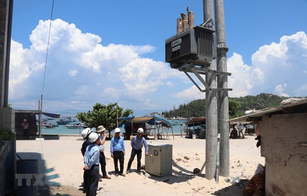 Provincia vietnamita de Binh Dinh extiende red electrica a isla de Nhon Chau hinh anh 1