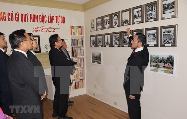 Efectuan en Canada exposicion sobre presidente Ho Chi Minh hinh anh 1