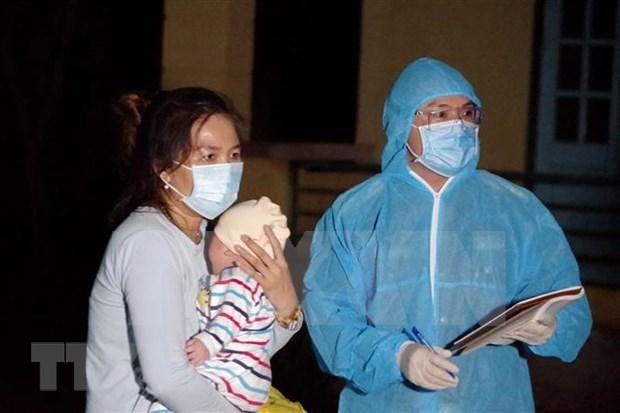 Atraen al pais de origen a 240 ciudadanos vietnamitas varados en Ucrania hinh anh 1