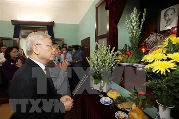 Maximo dirigente partidista de Vietnam rinde tributo al Presidente Ho Chi Minh hinh anh 1
