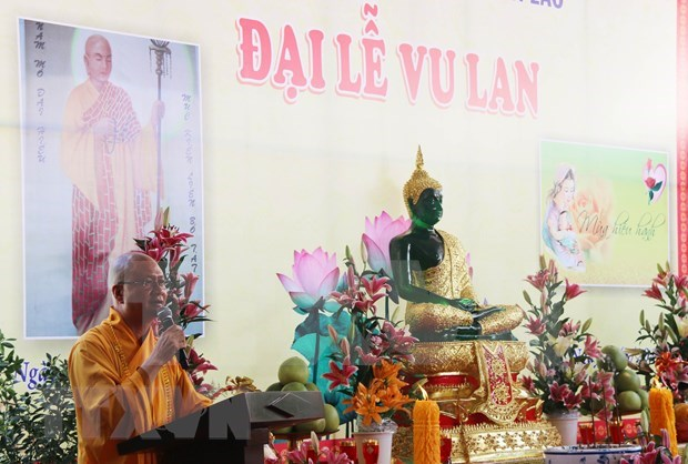 Celebran ceremonia budista de Vu Lan para seguidores de origen vietnamita en Laos hinh anh 1