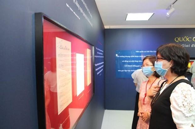 Celebran exposicion de bandera, himno y escudo de Vietnam hinh anh 1