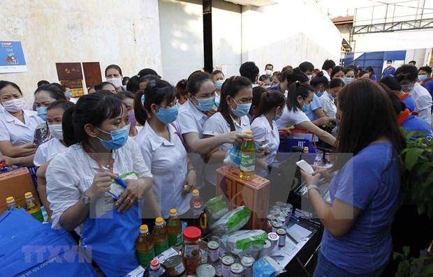Apoyan a sindicalistas y trabajadores afectados por COVID-19 en provincia vietnamita de Kien Giang hinh anh 1