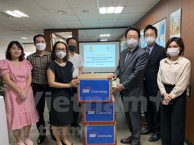 Empresa surcoreana dona 10 mil mascarillas a trabajadores vietnamitas hinh anh 1