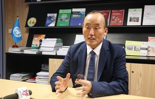 Representante jefe de la OMS: Vietnam ha controlado COVID-19 hinh anh 1