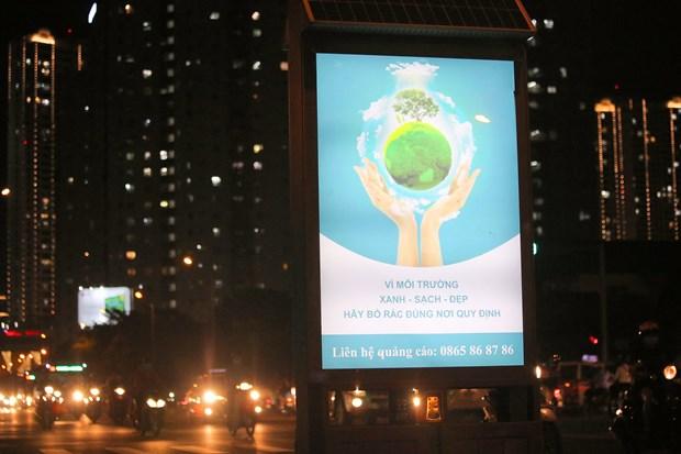 Contenedores de basura brillan en Hanoi por la noche hinh anh 1