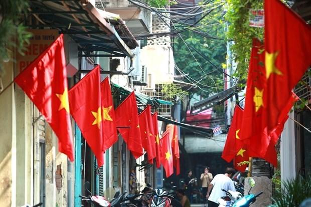 Aldea vietnamita por conservar el oficio tradicional de elaboracion de bandera nacional hinh anh 1
