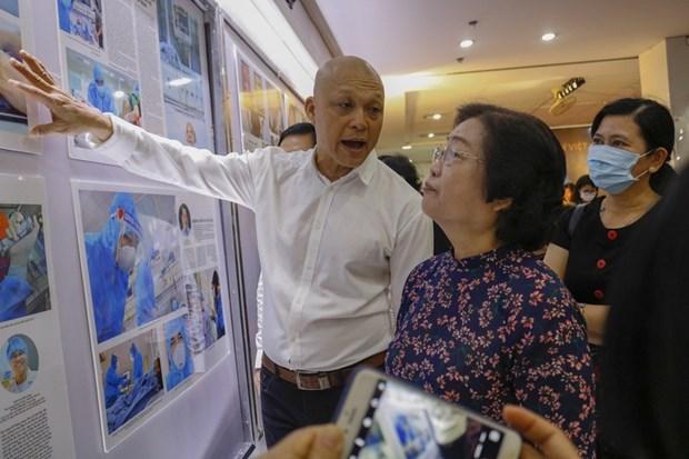 Lanzan en Hanoi libro ilustrado sobre lucha contra COVID- 19 de Vietnam hinh anh 1