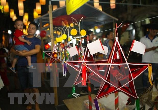Presentan a ninos y turistas los valores culturales del Festival del Medio Otono hinh anh 1