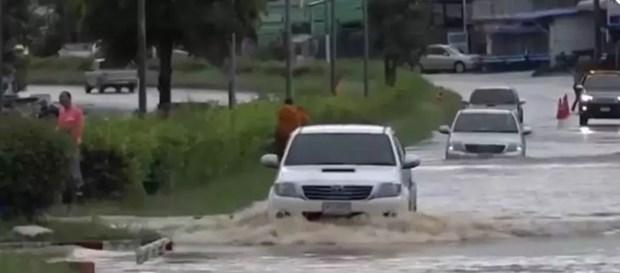 Mas de 20 provincias tailandesas afectadas por la tormenta Noul hinh anh 1