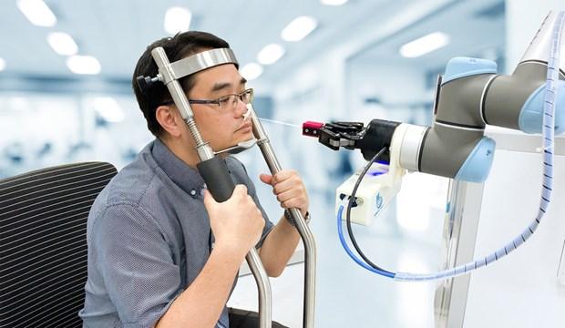 Singapur crea robot que ofrece procedimiento rapido y seguro en prueba del COVID-19 hinh anh 1