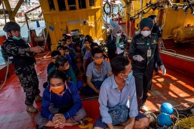 Reciben atencion consular pescadores vietnamitas detenidos temporalmente en Indonesia hinh anh 1