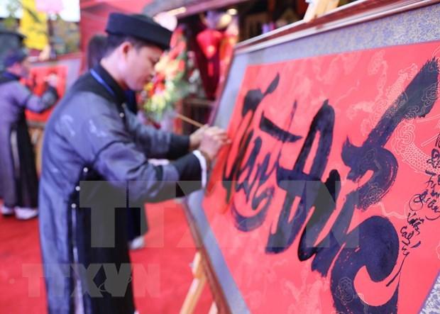 Exposicion de caligrafia en conmemoracion al aniversario de fundacion de Thang Long - Hanoi hinh anh 1