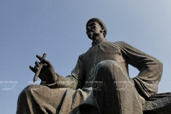 Seminario cientifico conmemora al natalicio de celebre poeta nacional Nguyen Du hinh anh 1