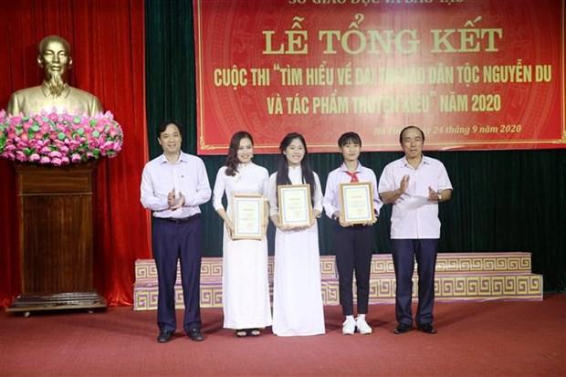 Celebran premiacion de obras para aprender sobre poeta vietnamita Nguyen Du y su historia de Kieu hinh anh 1