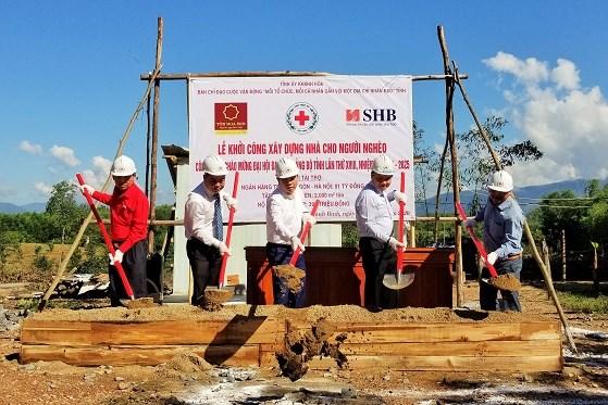 Mas de 17 mil hogares salen de pobreza en provincia de Khanh Hoa hinh anh 1