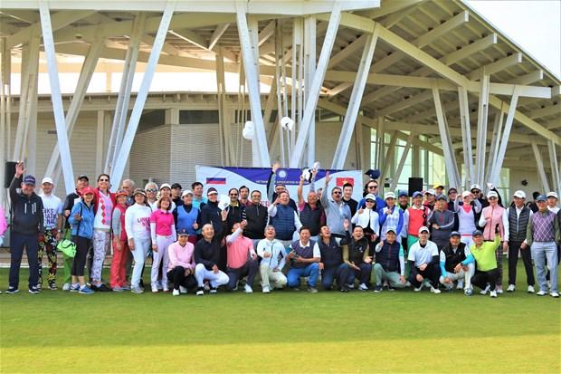 Efectuan torneo de golf con motivo de 70 anos de establecimiento de los nexos diplomaticos Vietnam-Rusia hinh anh 1