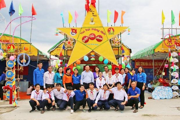 Organizan fiesta del medio otono para ninos en provincia vietnamita de Long An hinh anh 1