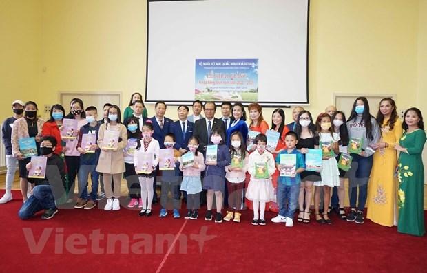 Promueven ensenanza del idioma vietnamita en region checa de Moravia-Silesia hinh anh 1