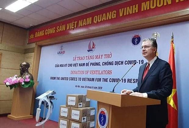 Estados Unidos entrega 100 ventiladores pulmonares a Vietnam hinh anh 1
