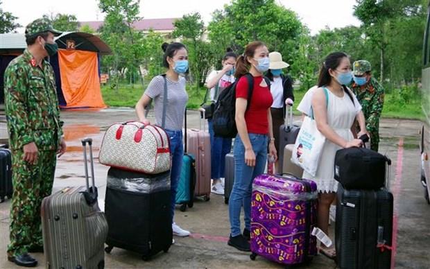 Vietnamitas repatriados desde Singapur completan periodo de cuarentena hinh anh 1