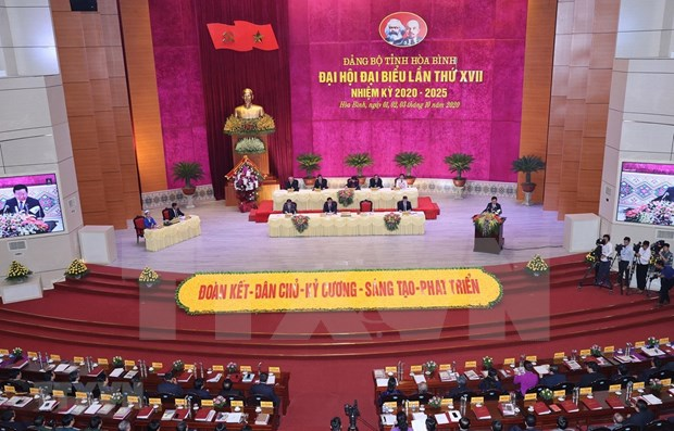 Participa presidenta de Parlamento vietnamita en XVII asamblea partidista provincial de Hoa Binh hinh anh 1