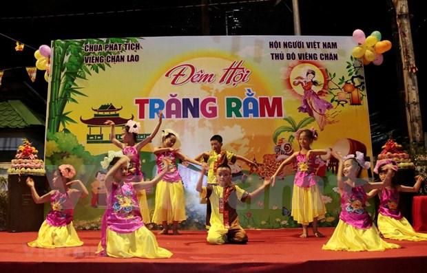Celebran Festival del Medio Otono para los ninos vietnamitas en Laos hinh anh 1
