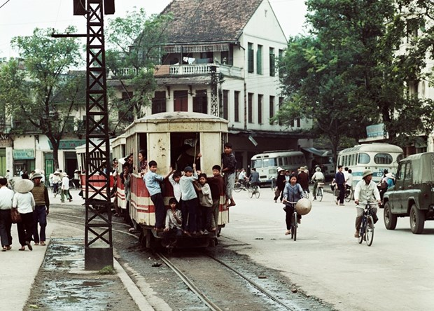 Exposicion del fotografo aleman revive imagen de Hanoi en los anos 1967-1975 hinh anh 1