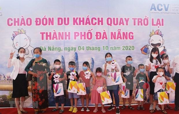 Da Nang recibe a primeros turistas domesticos tras cierre por COVID-19 hinh anh 1