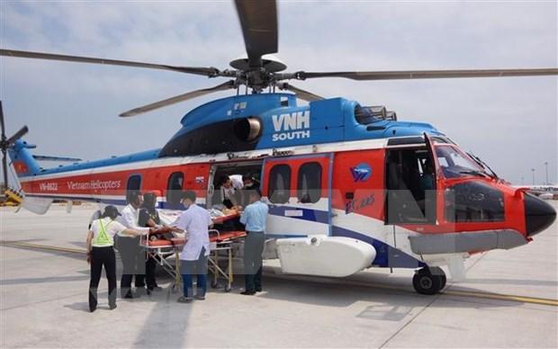 Trasladan enfermo por avion desde archipielago Truong Sa hinh anh 1