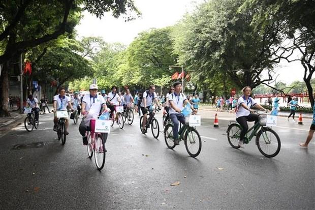 Carrera de bicicletas por Hanoi ayuda a aumentar conciencia sobre proteccion ambiental hinh anh 1