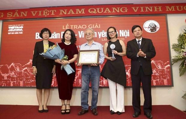 """Periodico de la VNA entrega premio """"Bui Xuan Phai- Por el amor a Hanoi"""" hinh anh 1"""