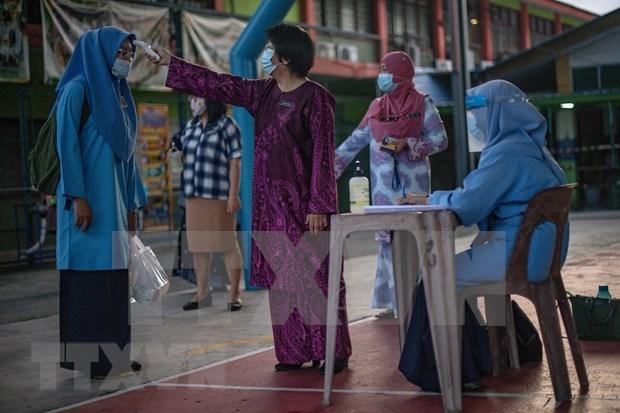 Malasia reporta el fallecido mas joven por COVID-19 hinh anh 1