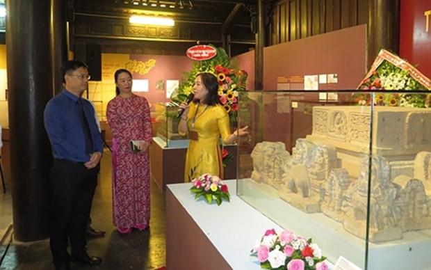Efectuan exhibicion por 60 aniversario del hermanamiento de Hanoi-Hue-Saigon hinh anh 1