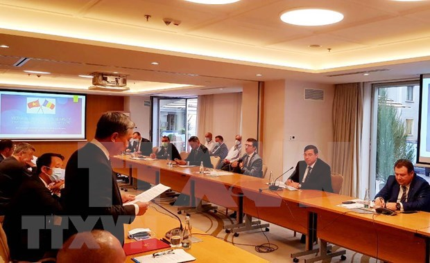 Discuten Vietnam y Rumania nuevas perspectivas de cooperacion hinh anh 1