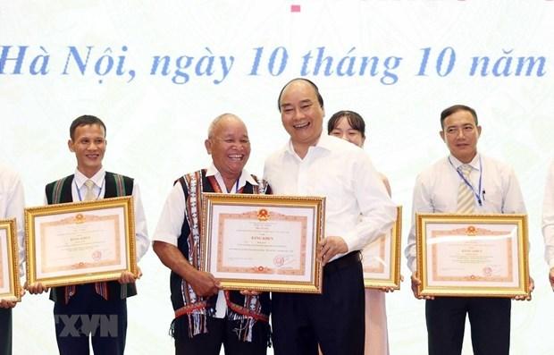 Elogia premier de Vietnam modelos a seguir en la movilizacion masiva hinh anh 1