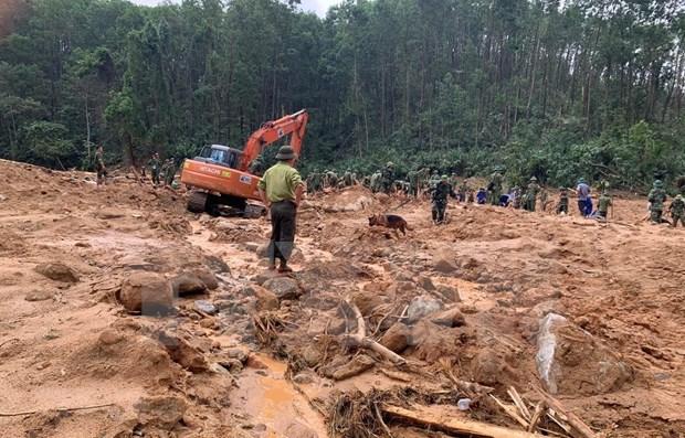 Recuperan tres cuerpos en area de deslizamientos de tierra en provincia vietnamita hinh anh 1