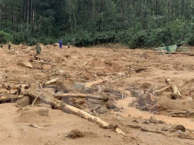 Detectan mas cuerpos en area de deslizamientos de tierra en provincia vietnamita de Thua Thien-Hue hinh anh 1
