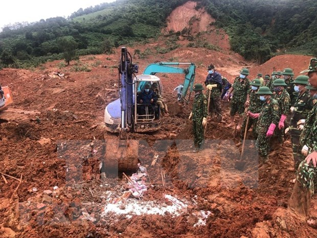Recuperan 22 cuerpos sin vida de soldados sepultados por deslave en localidad centrovietnamita hinh anh 1