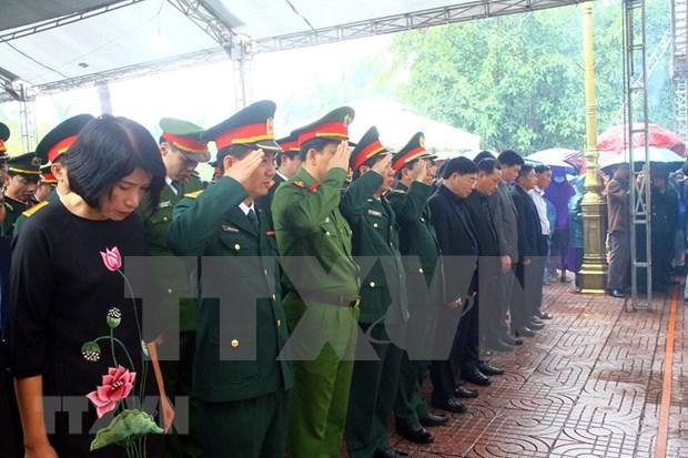 Realizan sepelio de soldados fallecidos en incidente en provincia centrovietnamita hinh anh 1