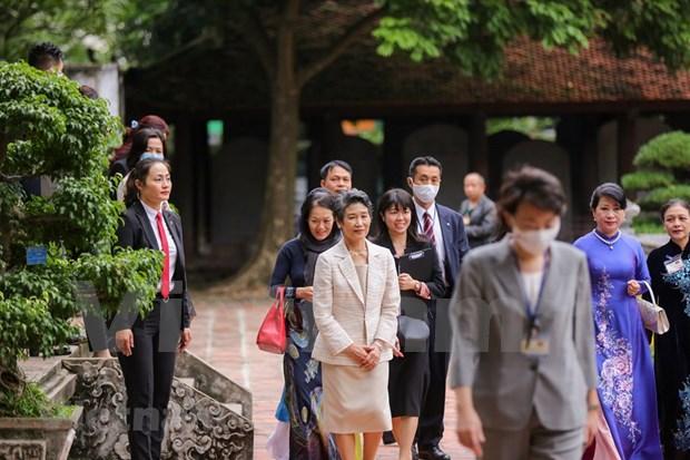 Conyuge del premier japones visita sitios de interes en Vietnam hinh anh 1