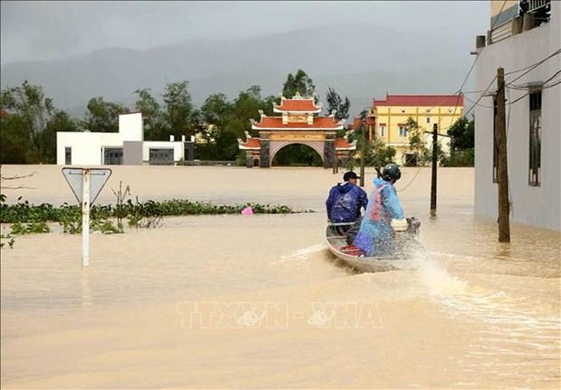 Hospitales, ministerios y departamentos publicos brindan apoyo a la region central de Vietnam hinh anh 1
