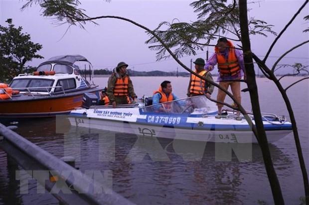 Aumenta numero de muertos por inundaciones en region central de Vietnam hinh anh 1