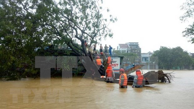 Japon apoya a pobladores afectados por desastres naturales en provincia centrovietnamita hinh anh 1